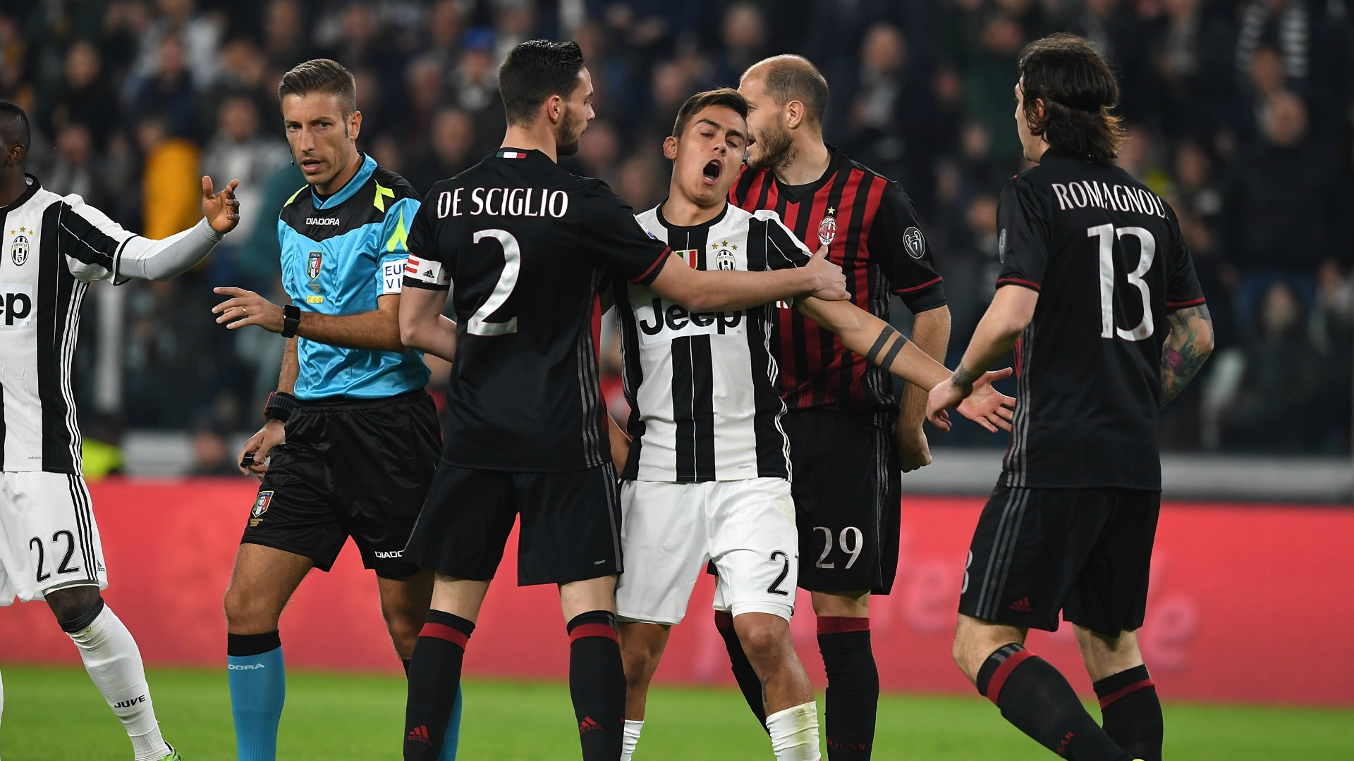 Juve-Milan: per Garanzini, Mura e la Gazzetta il rigore non c'è (o quasi)