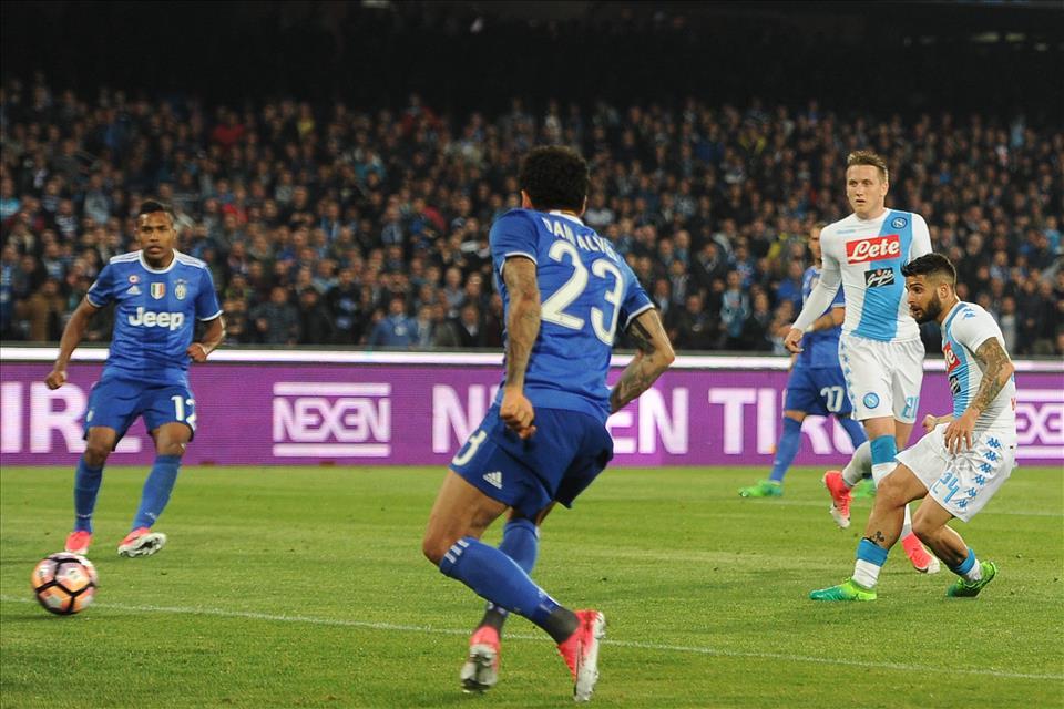 I cinque gesti tecnici di Napoli-Juventus: Callejon libera Insigne, i flash dei centravanti