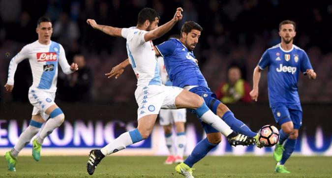Napoli-Juventus, ancora una volta sfida tra le prime due. Solo sui social non lo capiscono