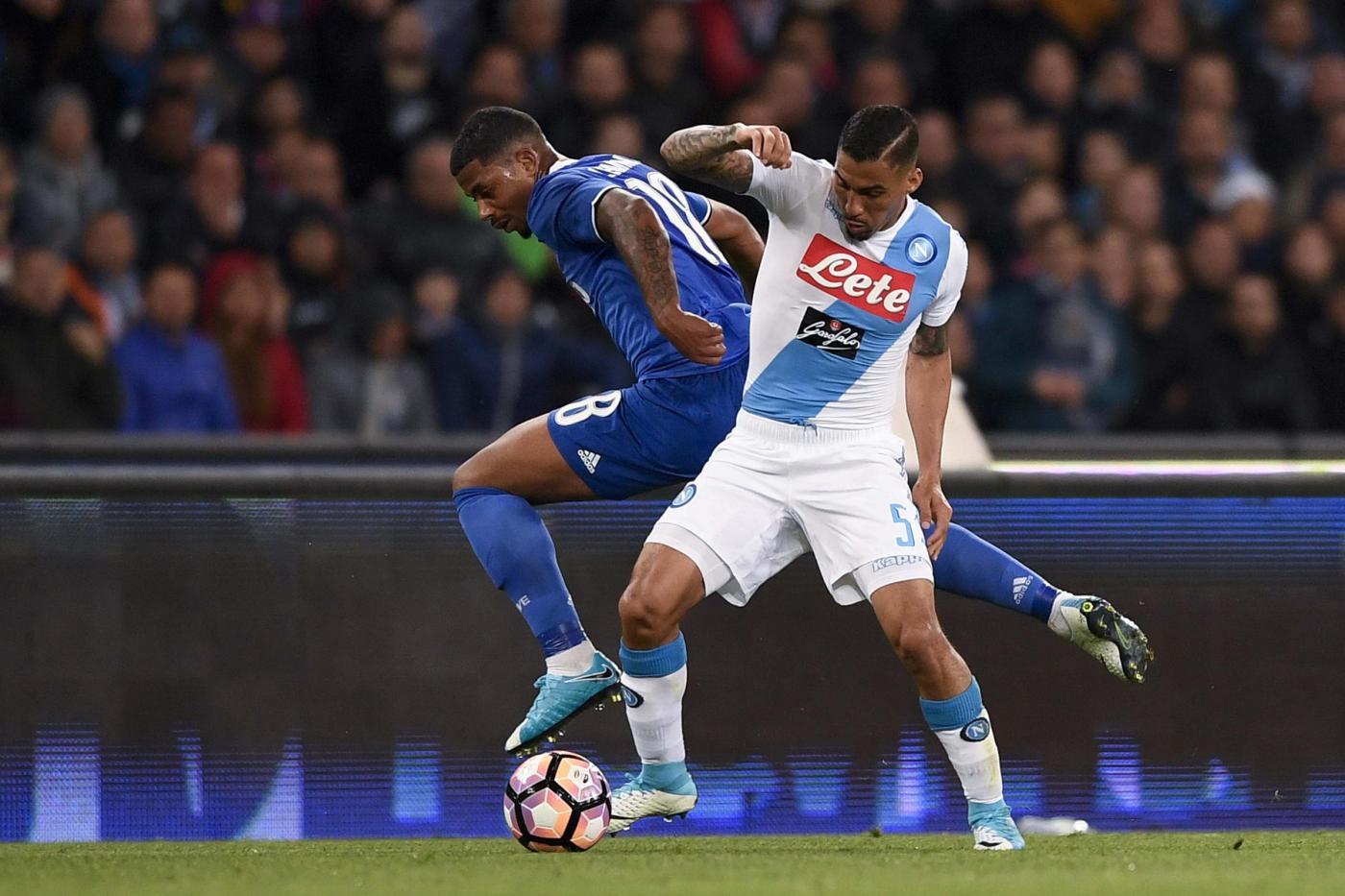 Affaticamento muscolare per Allan, a fortissimo rischio la sua presenza per Napoli-Fiorentina
