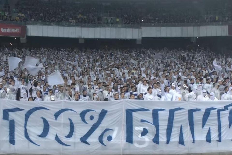 Razzismo in Ucraina, tifosi Dinamo Kiev vestiti da membri del Ku Klux Klan