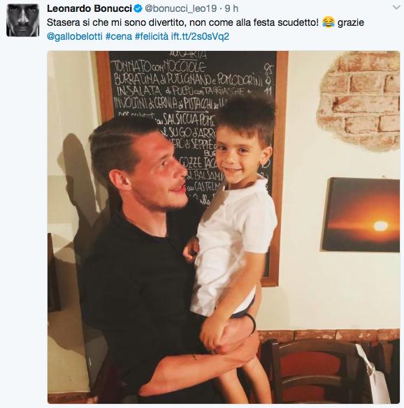 Il piccolo Bonucci finalmente sorridente alla festa del Torino