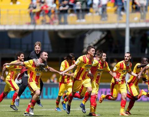 """Il Benevento ai play-off col tifo contagioso del """"Vigorito"""""""