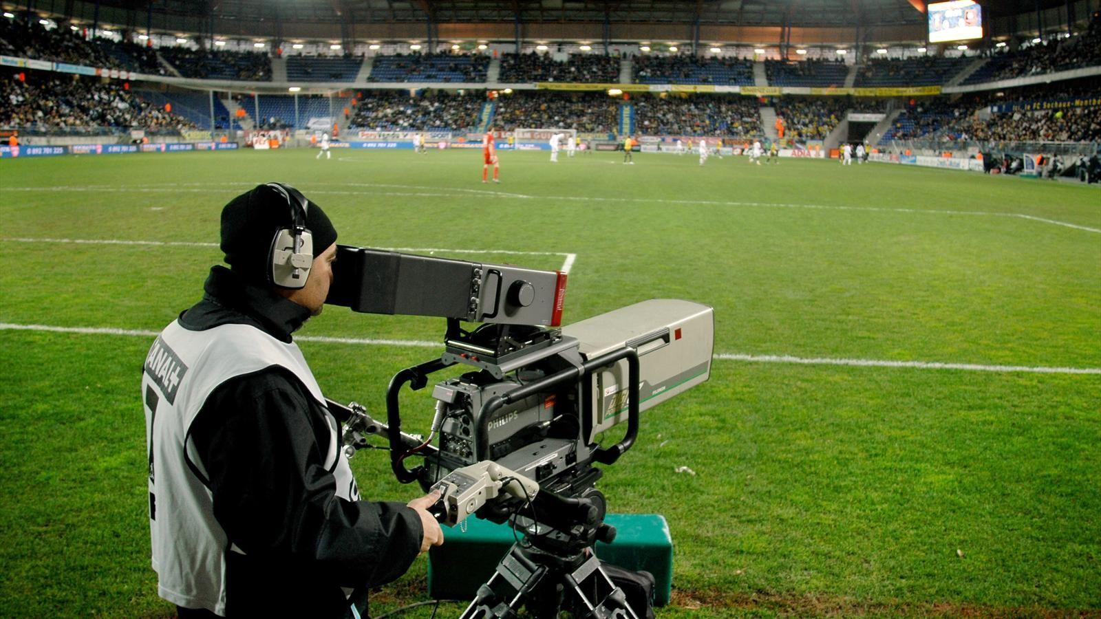 Calcio e diritti tv: ci vorranno due abbonamenti per guardare tutta la Serie A