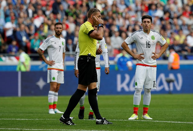 Confederations Cup, la prima incursione della Var: annullato (giustamente) un gol a Pepe