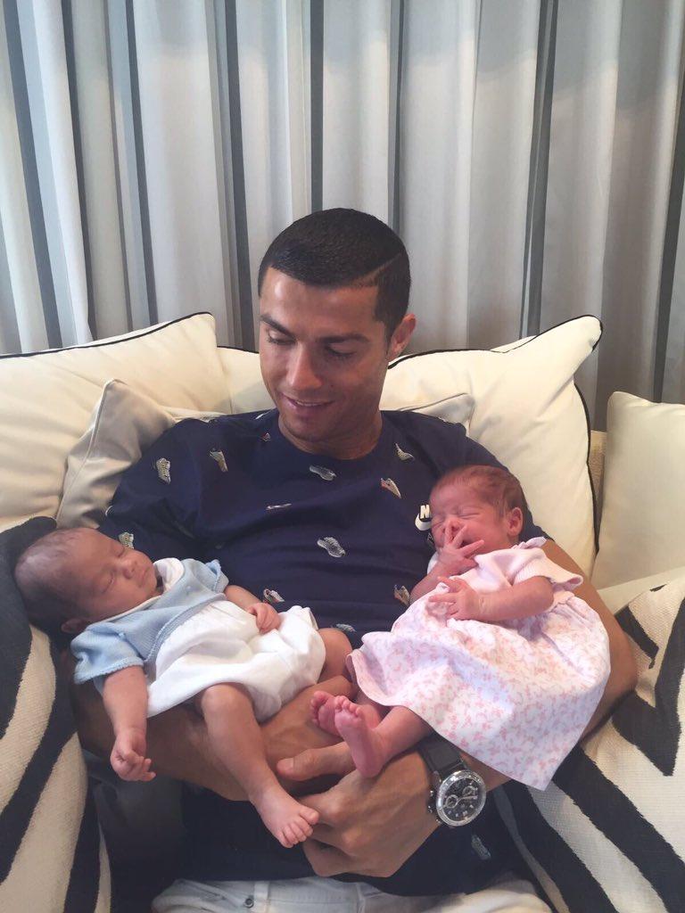 Cristiano Ronaldo papà dei gemelli Mario e Sconcerti