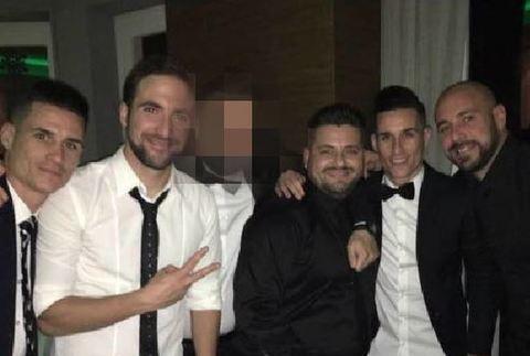 Cosa c'è oltre le foto tra i calciatori del Napoli e i tre arrestati? La Procura dice: niente