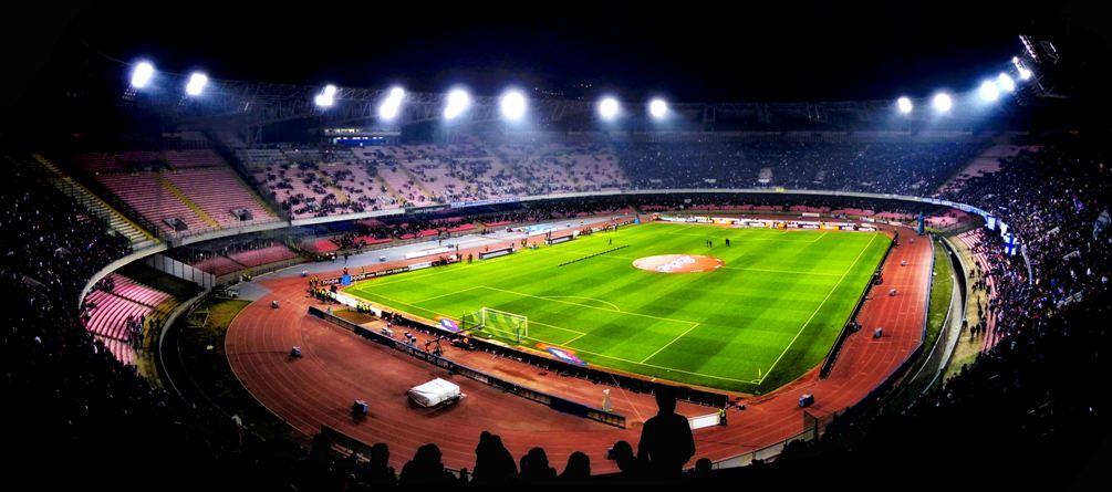 Procedimento Uefa contro il Napoli, San Paolo a rischio per fumogeni e scale occupate