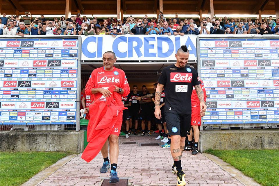 Dimaro, il Napoli riparte: il doppio leader, la pioggia e il sole, niente cori tricolori