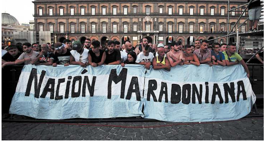 """""""Vince Napoli con la sua normalità"""" – Rassegna stampa sul flop di Maradona in piazza"""