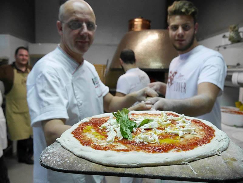 """Le cinquanta pizze più buone d'Italia: vince """"Pepe in grani"""". Secondo Sorbillo, terzi i fratelli Salvo"""