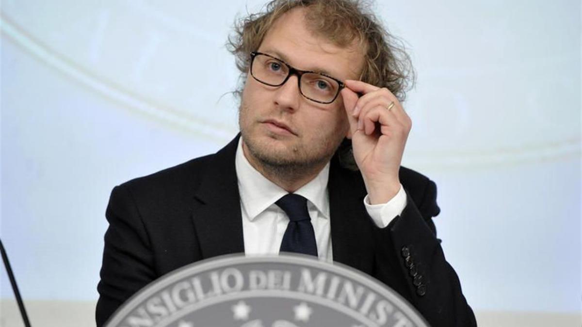 Il ministro Lotti risponde a De Laurentiis: «Faccia delle proposte concrete»