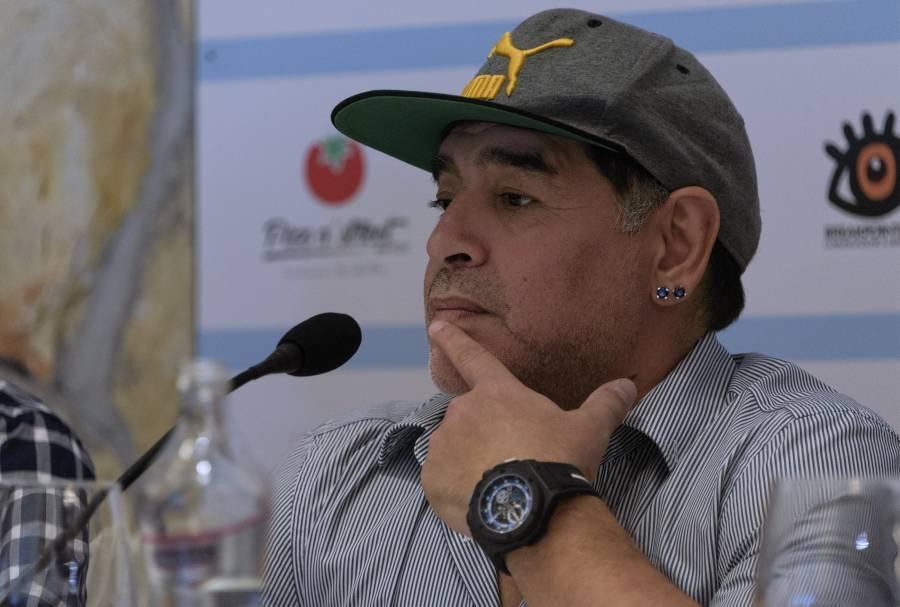 Flash / Trattative in corso de Magistris-Maradona per portare Diego in Comune