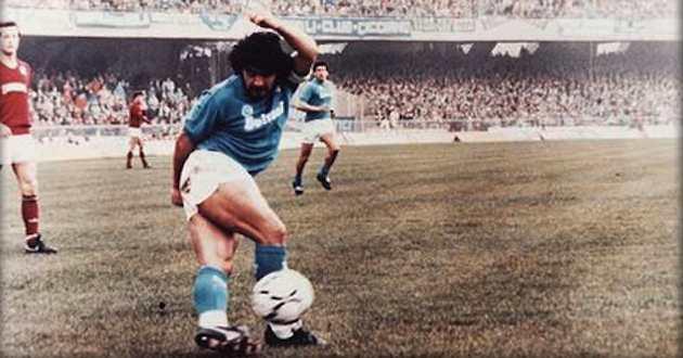 La piazza semivuota conferma che si può amare Maradona e non guardare più al passato