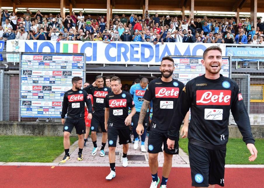 Il primo allenamento del Napoli a Dimaro (le notizie sono la diretta Facebook e il tutti in campo)