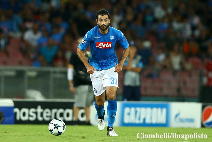 Napoli-Genoa 1-0, Albiol come David Lopez: Juventus a due punti