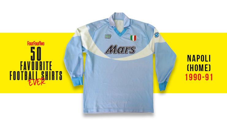 FourFourTwo: la maglia del secondo scudetto del Napoli è l'ottava più bella di sempre