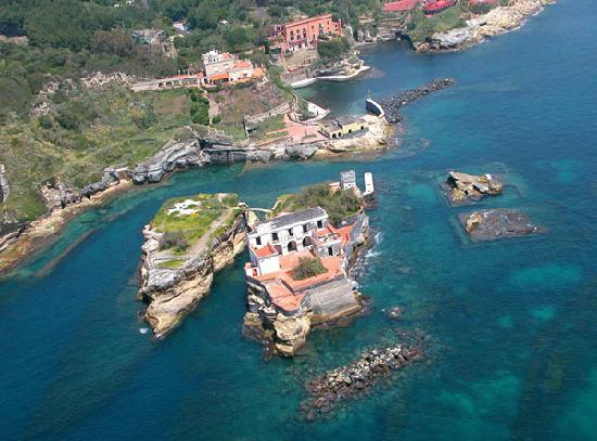 La Gaiola è Napoli, una bellezza oscura