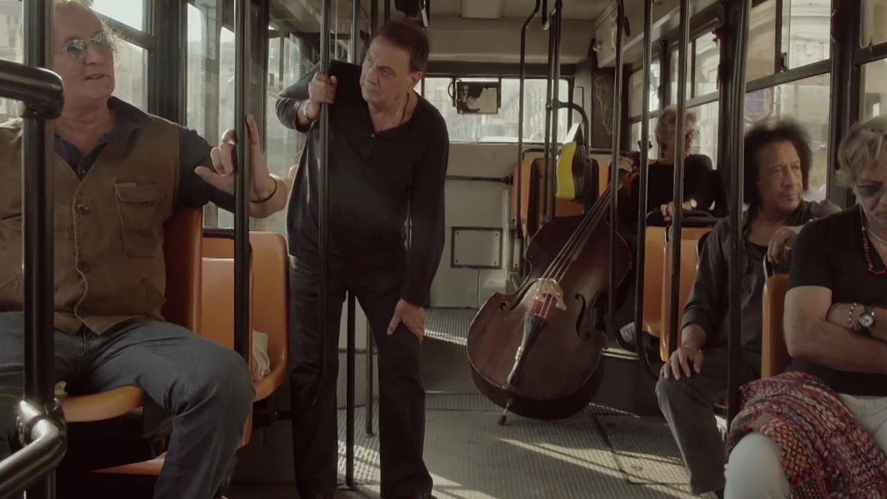 Quel bus nel documentario di Verdelli ci dice che Pino Daniele è stato di passaggio a Napoli?