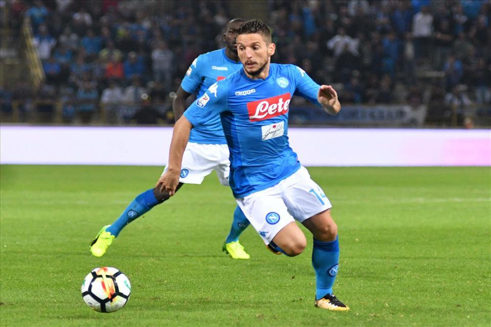 Benevento-Napoli 0-2: Mertens e Hamsik riportano Sarri al comando