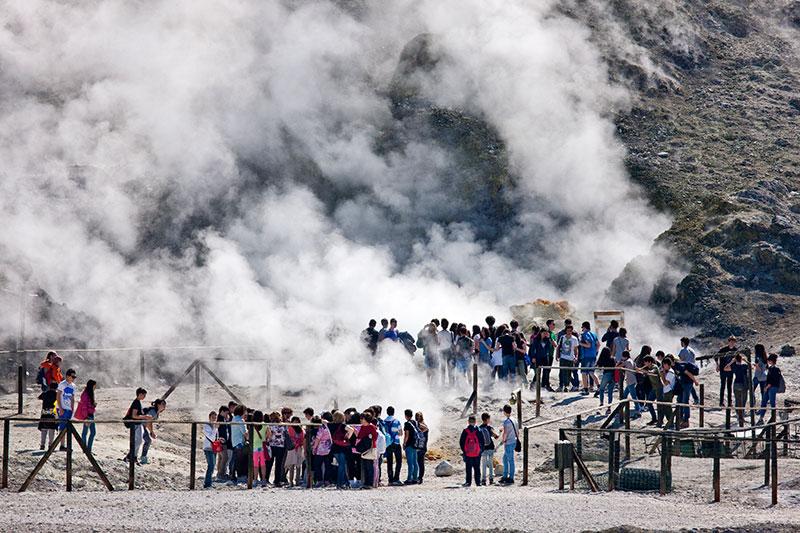 La tragedia della Solfatara racchiude una domanda: un vulcano può essere privato?