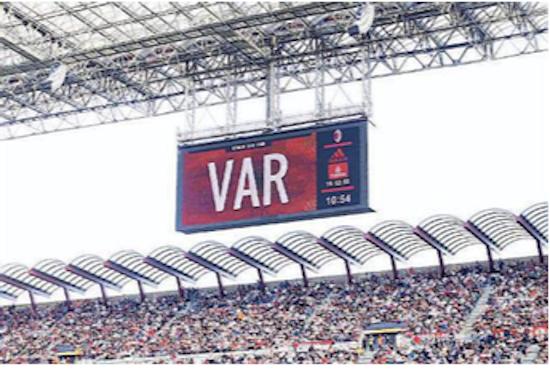 Gianni Mura: «Gli arbitri vedono il Var come un intruso, non come un aiuto»