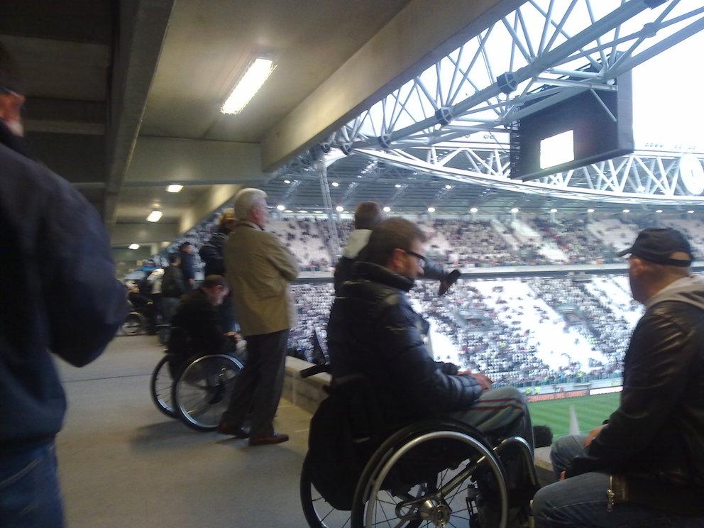 Posta Napolista / I disabili non potrebbero avere posti in ogni settore del San Paolo?