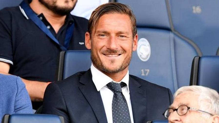 """Oggi andrà in onda la verità di Totti. Ma non spiegherà la """"deromanizzazione"""""""