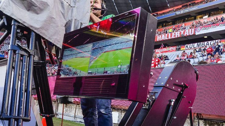 Sta fallendo l'esperimento Var in Bundesliga: esonerato il responsabile Krug