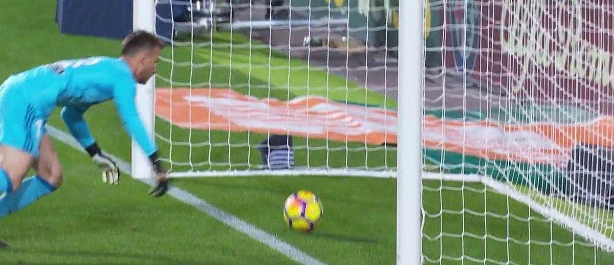 In Spagna, senza Var, tolgono un gol a Messi. A Sky, invece, continua l'opposizione