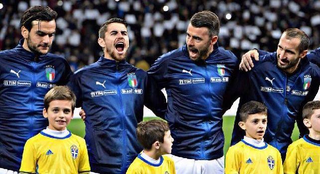 Italia fuori dai Mondiali. C'è poco da salvare, Jorginho che canta l'inno a squarciagola