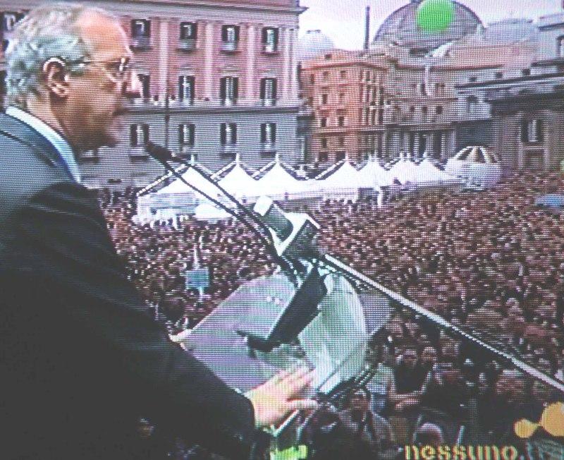 Il Pd di Napoli: dieci anni di un partito kamikaze
