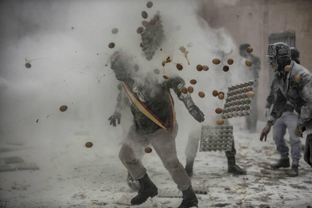 Gibotta il napoletano che ha vinto il World Press Photo con un reportage sulla guerra d'amore