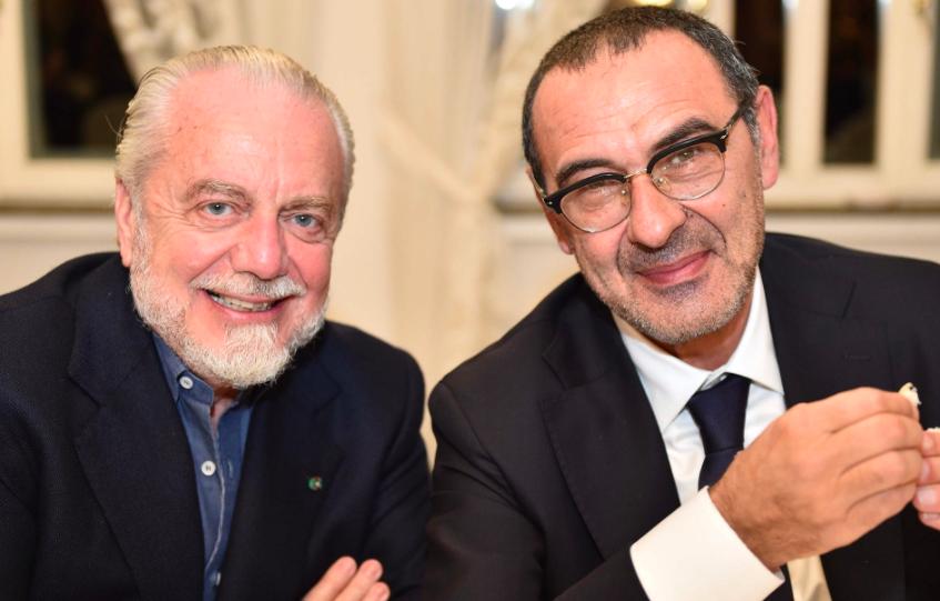Sarri vorrebbe rinnovare con il Napoli, De Laurentiis pronto a offrirgli 4 milioni l'anno