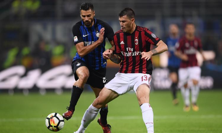 """Derby Milan-Inter, i """"popolari"""" a 65 euro. La protesta dei tifosi"""