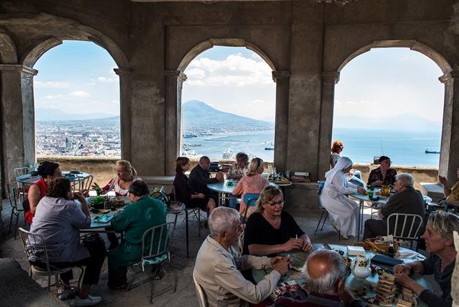 """""""Napoli velata"""" è a 1,3 milione di incassi. Ozpetek: «Piace la normalità di Napoli»"""