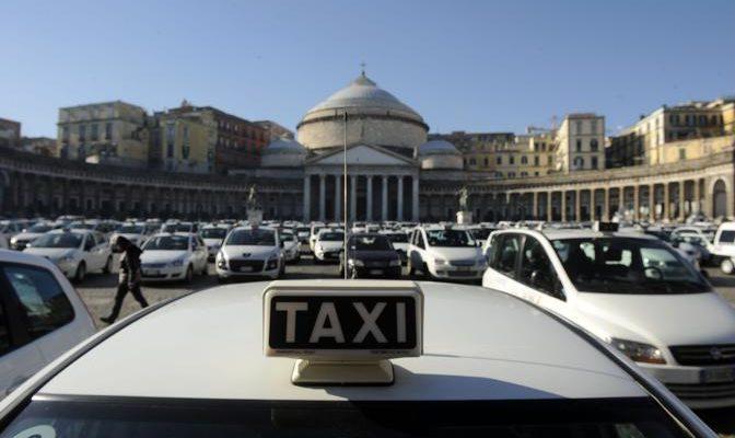 Napoli, Capodanno senza bus e metro. E i taxi? Nessuno lo sa