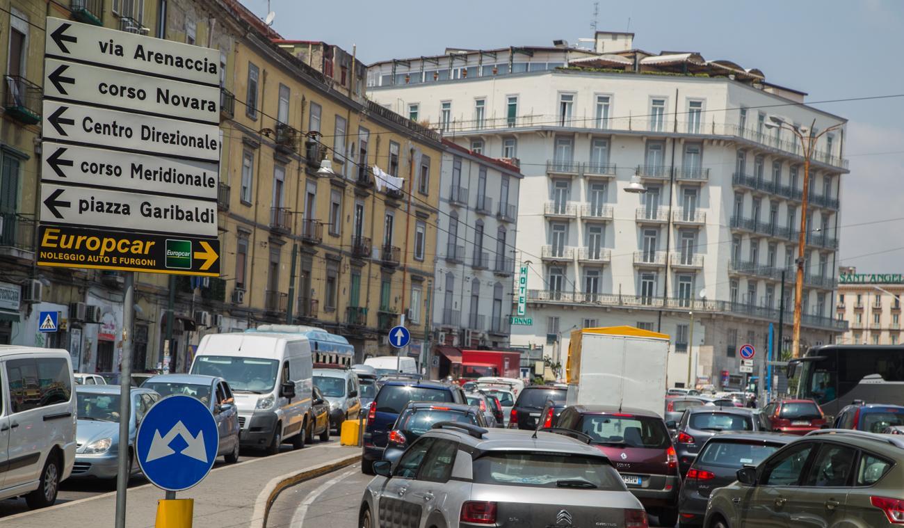 Scontri con gli ultras del Napoli, cinque poliziotti feriti