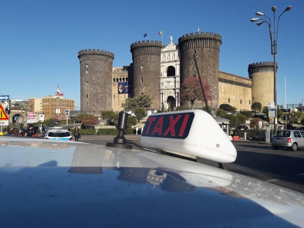 «Non siamo ladri, i taxi sono l'unico servizio pubblico che funziona a Napoli»