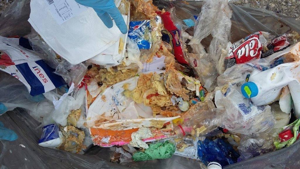 L'azienda rifiuti di Napoli definisce bastardi quelli che non fanno la differenziata