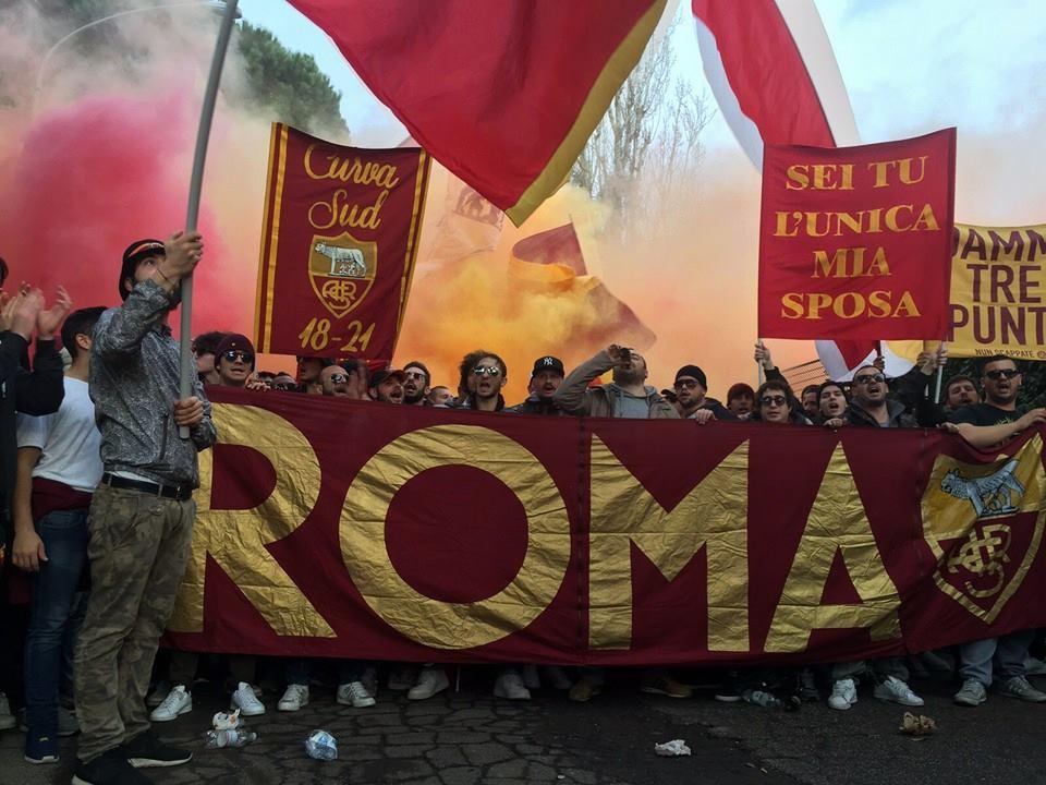 """Roma-Napoli: si comincia con """"OdioNapoli"""" e """"Lavali col fuoco"""""""