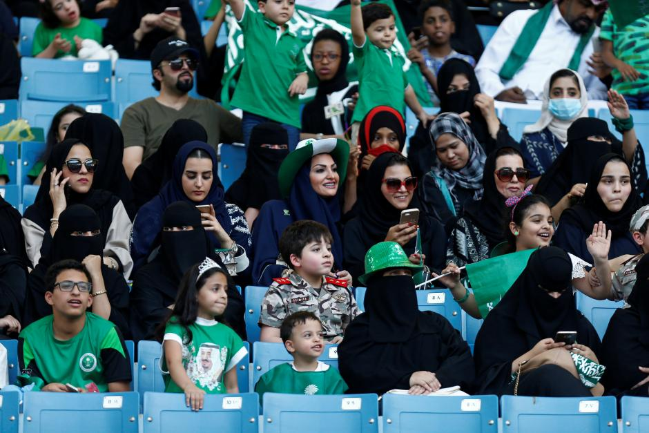 In Arabia Saudita hanno (finalmente) aperto gli stadi anche alle donne