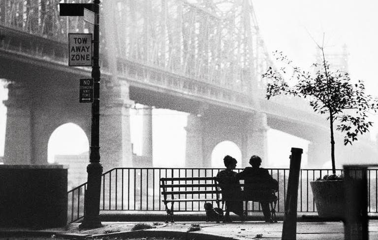 """""""Napoli velata"""" riapre il dibattito sulla città. Woody Allen lo chiuse con l'inizio di """"Manhattan"""""""