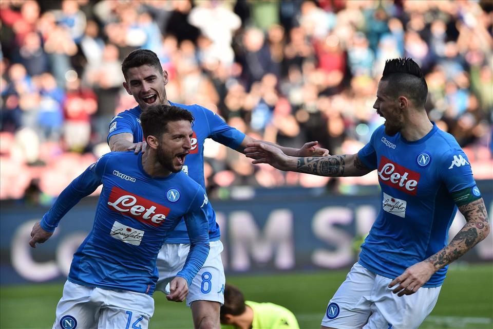 Napoli-Bologna 3-1, pagelle / L'assenza di Albiol, il gol di Mertens è il regalo per Buffon