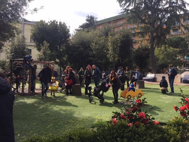 La polizia sgombera genitori e bambini dal parco Mascagna (Arenella)