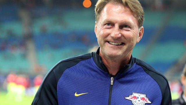 Hasenhüttl: «Affrontiamo una squadra che ci somiglia, per certi versi. Meno male che non c'è Mertens!»