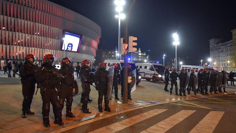 Athletic-Spartak Mosca, scontri tra ultras a Bilbao. Morto un poliziotto (di infarto)
