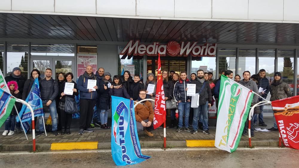 """I lavoratori Mediaworld: """"L'azienda si sottrae al confronto e non ci rispetta"""""""