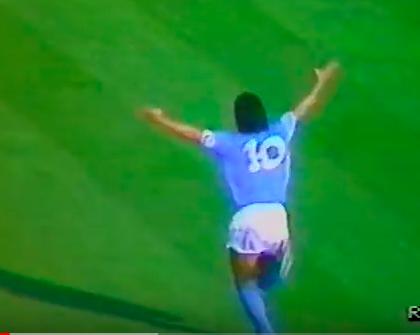 Minuto di raccoglimento, fascia nera e video, la Serie A studia come rendere omaggio a Maradona