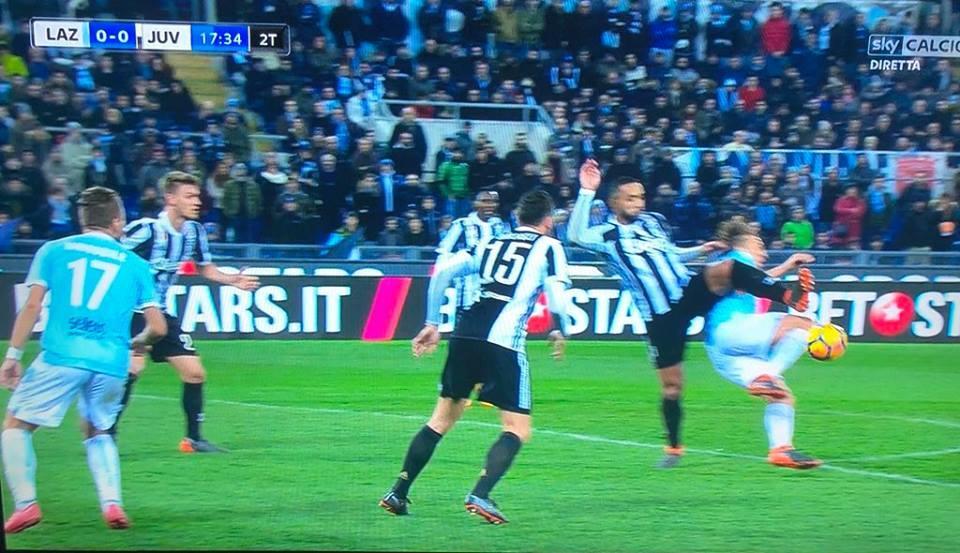 VIDEO – Lazio-Juventus, il rigore non concesso da Banti (contrasto Benatia-Lucas Leiva)